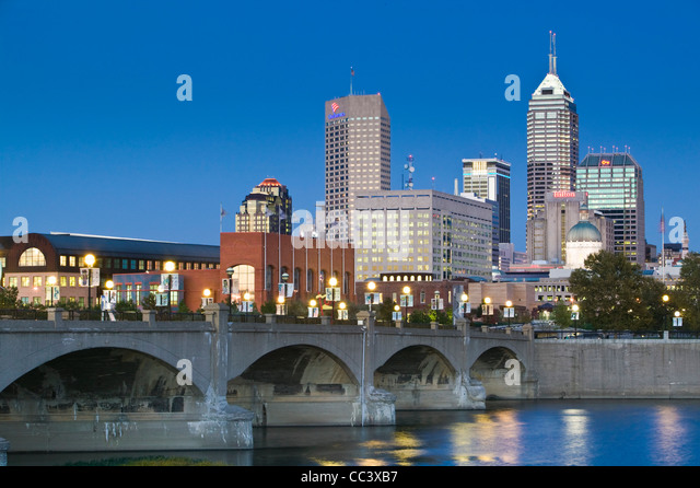 USA, Indiana, Indianapolis, City Skyline from White River Park - Stock-Bilder
