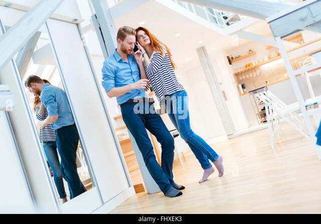 Lifestyle photo of couple in living room hugging and posing - Stock-Bilder