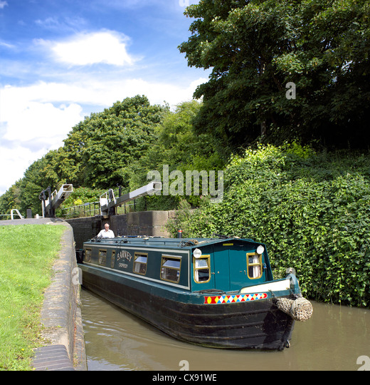 Narrowboat using Glascote Locks on the Coventry Canal, Tamworth, Staffordshire, England, UK, England, UK, GB, colourful, - Stock Image