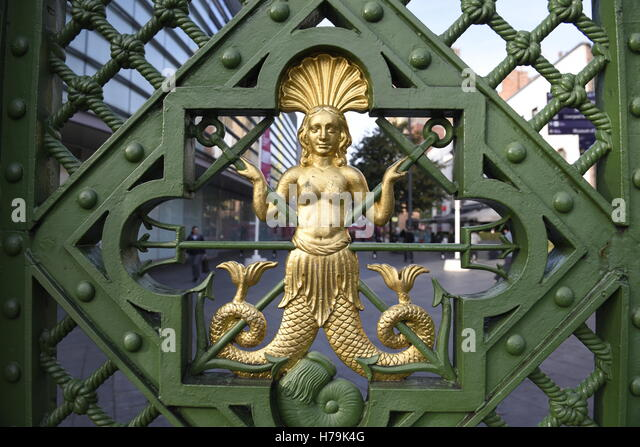 Ornamental gateway was located at the main entrance of the Liverpool Sailors Home. Now renovated and on Paradise - Stock Image