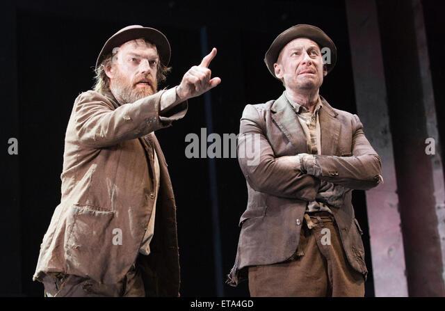 L-R: Hugo Weaving as Vladimir and Richard Roxburgh as Estragon. Actors Richard Roxburgh and Hugo Weaving star in - Stock Image
