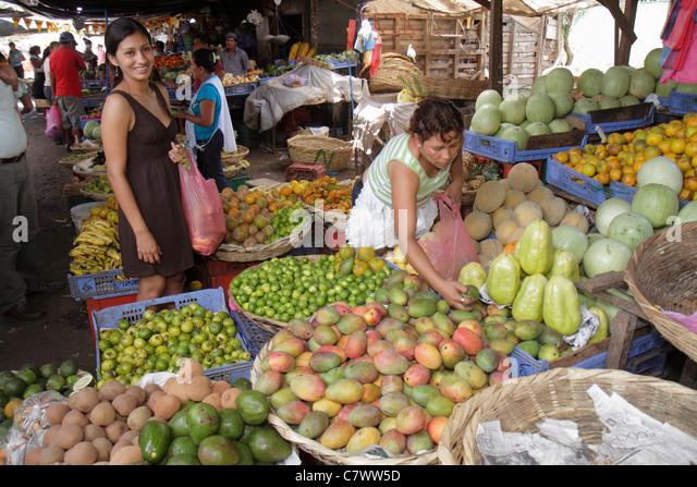 Managua Nicaragua Mercado Roberto Huembes market shopping marketplace vendor stall fresh produce farming agriculture - Stock Image