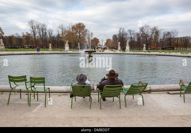 Grand bassin rond stock photos grand bassin rond stock images alamy - Grand bassin de jardin ...