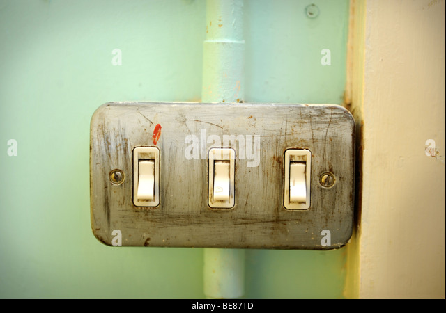 an-old-light-switch-in-a--uk-be87td Yellow Wire In Light Switch on plug in light switch, wire in cigarette lighter, wire in toggle switch, screw in light switch, wire in ceiling light,