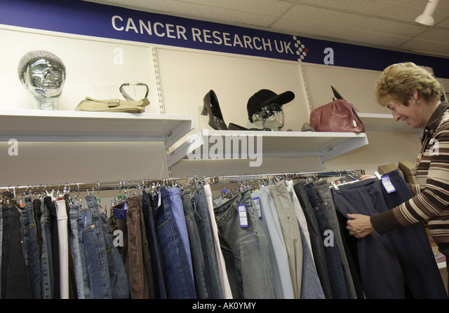 UK, England, Alnwick, Cancer Research UK, second hand clothing store, - Stock Image