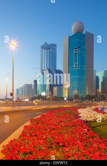 Contemporary architecture on Rashid Bin Saeed Al Maktoum Street at dusk, Abu Dhabi, United Arab Emirates, Middle - Stock-Bilder