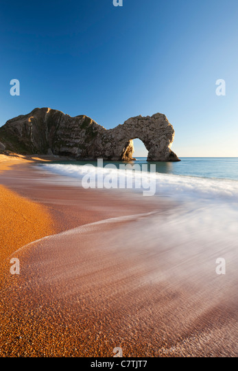 Waves break onto Durdle Door beach, Jurassic Coast, Dorset, England. Winter (January) 2011. - Stock Image