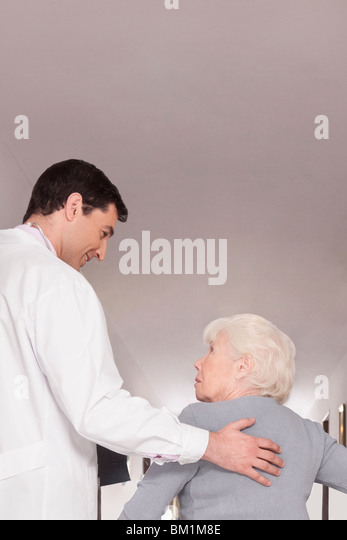 Doctor advising a woman - Stock Image