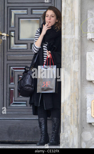 Italian actress Isabella Ragonese smoking a cigarette outside Hotel de Rome in Mitte before heading to a Shooting - Stock Image