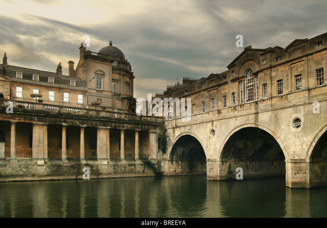 Pulteney Bridge on the River Avon, Bath, England, UK - Stock-Bilder