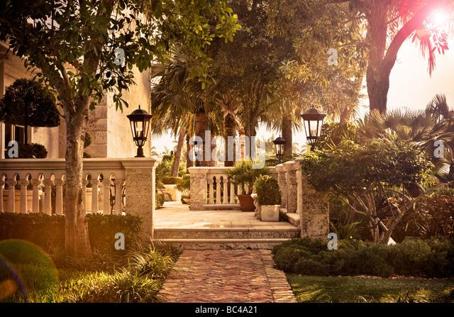 A limestone patio terrace at a mansion in Boca Raton, Florida - Stock-Bilder