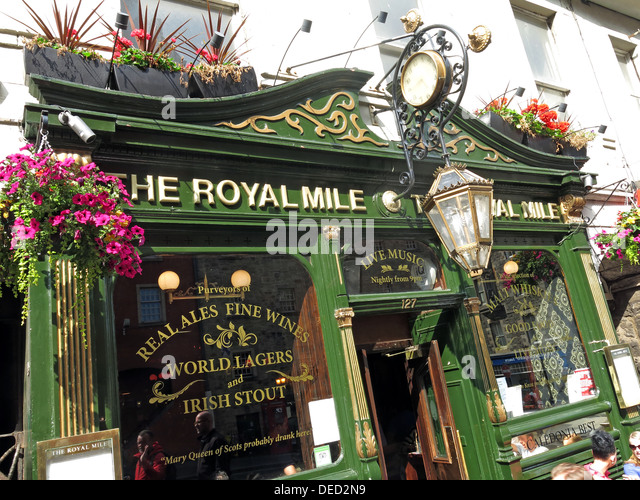 The classic Royal Mile Pub High St , Edinburgh Old Town Scotland - Stock Image