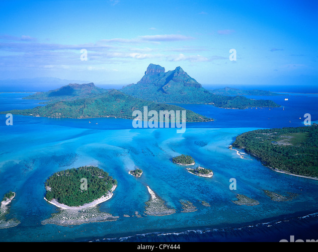 France, French Polynesia, Society Islands archipelago, Leeward Islands, Bora Bora, the island and the lagoon (aerial - Stock-Bilder