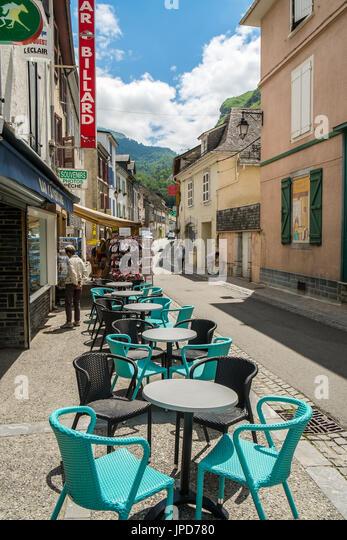 Café terrace, tables and chairs - Laruns, Pyrénées-Atlantiques, France. - Stock Image