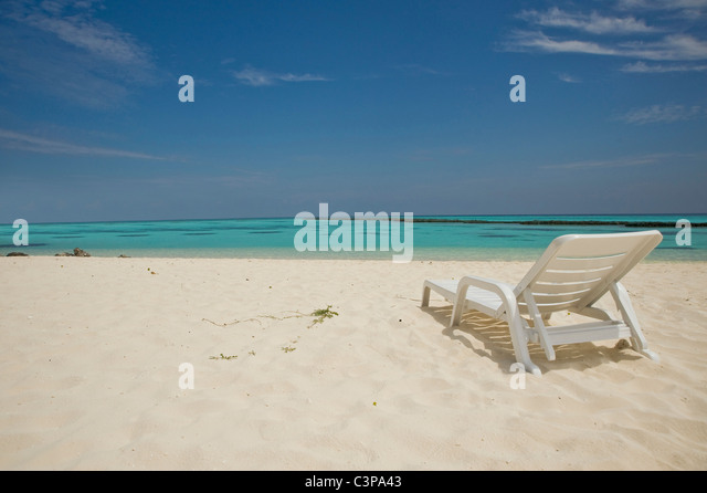 Maledive Islands, North Ari Atoll, Sunlounger on sandy beach - Stock Image