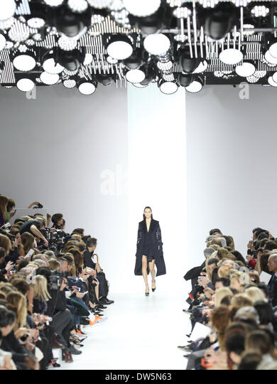 Paris, France. 28th Feb, 2014. A model wears a creation by Belgian designer Raf Simons as part of the Christian - Stock-Bilder