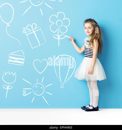 Little child making chalk drawings - Stock-Bilder