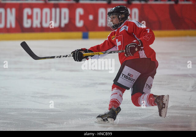 Arosa, Switzerland. 11th Feb, 2017. Swiss goalgetter Lara Stalder during the qualification match for the 2018 Olympic - Stock Image