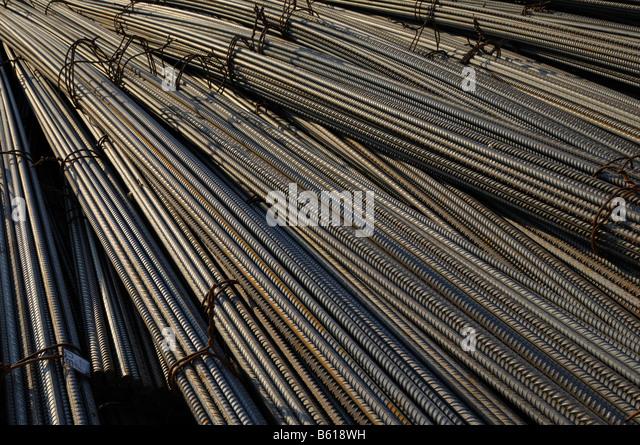Bundled steel rods, freight handling, format-filling - Stock Image