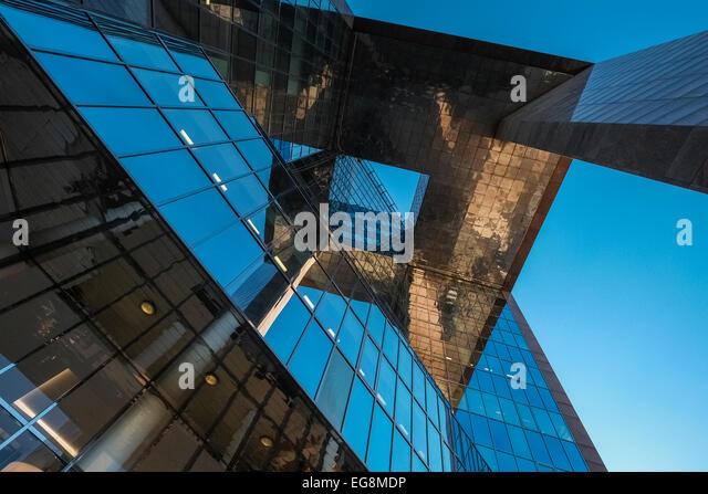Vertical closeup of modern architecture detail, 1 London Bridge building, Southwark, London, SE1 9BG, UK - Stock Image