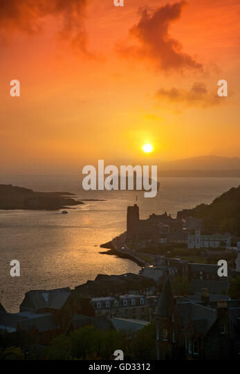 Sunset over oban and the Queen Mary II liner, Oban, Argyll, Scotland - Stock Image