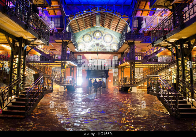 Hamburg, Germany. 4th Jan, 2017. The fish auction hall of the fish market is under water during a storm tide in - Stock-Bilder