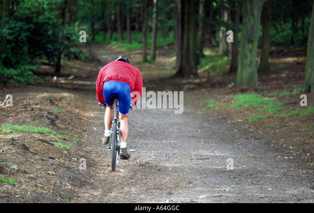 PICTURE CREDIT DOUG BLANE Mountain Biking at the bike park Brickhill Woods Woburn Sands - Stock Image