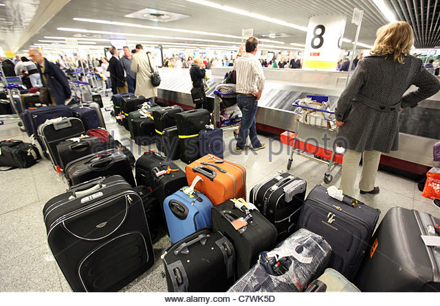 Chaos after flight movements and flight failures in the luggage receipt hall in the international airport of Lisbon - Stock Image