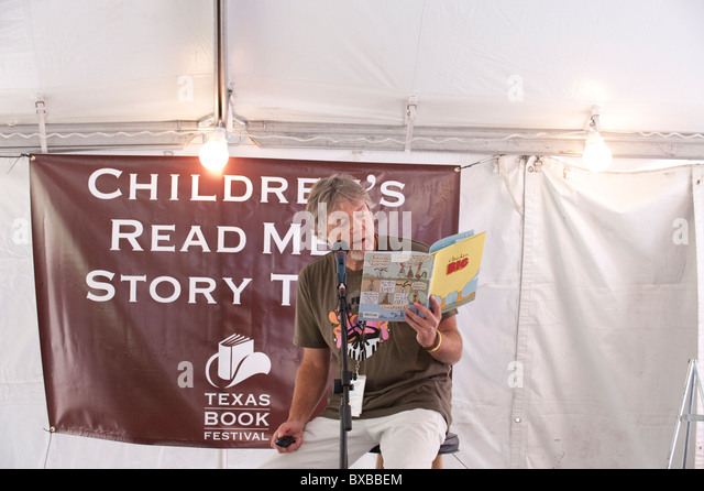 Children's book author and illustrator Keith Graves reads his book Chicken Big at the Texas Book Festival in - Stock Image
