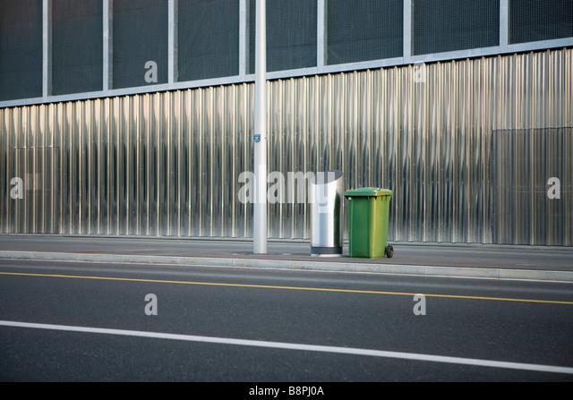 Trash cans on sidewalk - Stock Image