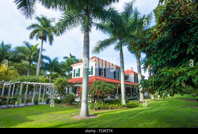 Thomas Edison inventor home and museum in Ft Myers Florida exterior of Main House with palm trees and grounds - Stock Image