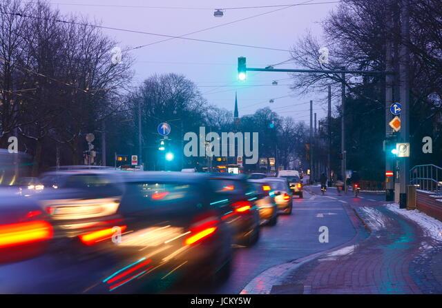 Strasse, Lichter, Verkehr bei Abenddaemmerung, Bremen, Deutschland, Europa   I   Street, cars, Rush Hour at Dusk, - Stock-Bilder