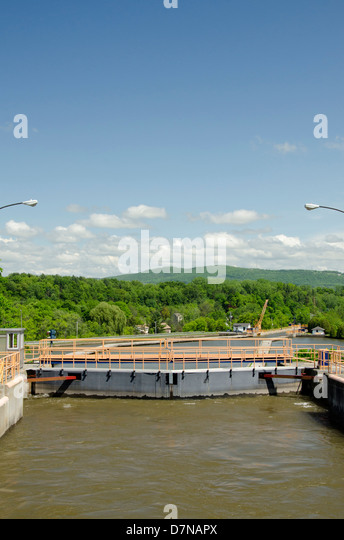 New York, Mohawk River, Erie Canal (The Flight of Five) Lock 5. - Stock Image