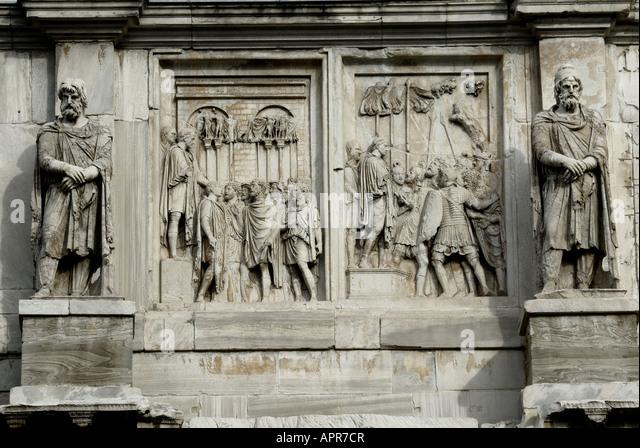 Arch of triumph of the Roman emperor Costantino in the forum Traiano in Rome - Stock Image