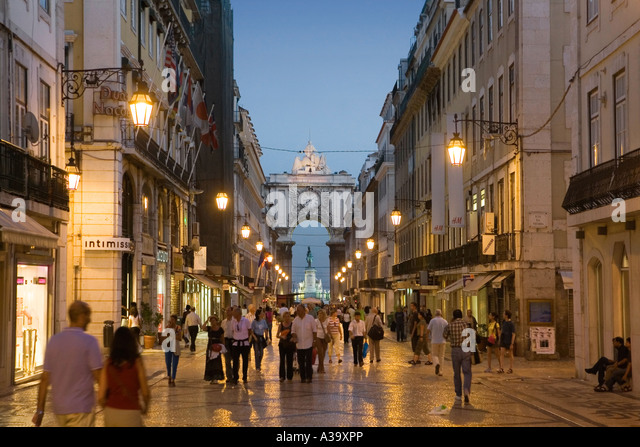 Portugal Lisbon Portugal Lisbon Rua Augusta shopping street Lissabon Rua Augusta Einkaufsstrasse belebt - Stock Image