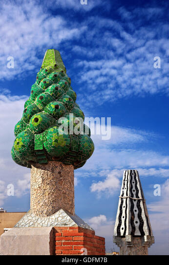 Peculiar 'garden' on the roof of Palau Guell (architect Antoni Gaudi), Raval, Barcelona, Catalonia, Spain. - Stock Image
