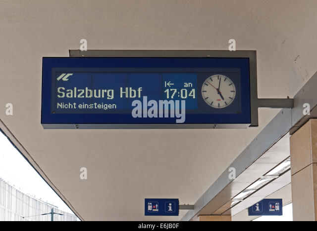 how to get from vienna airport to vienna train station
