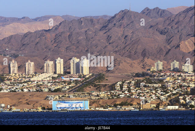 The Israeli city of Eilat as seen from Aqaba. - Stock Image