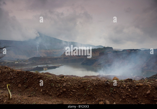 June 2008 Colombia  -child near the open cast coal mine of Cerejon - among the largest in the world. - Stock-Bilder