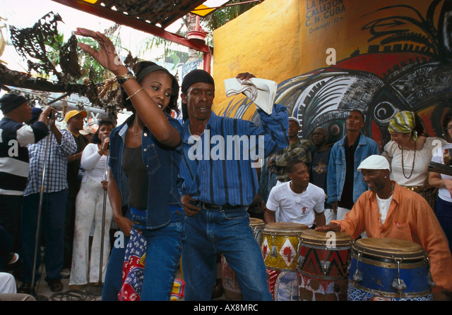 A couple dancing Rumba in front of street musicians at the Old Town, Callejon Hamel, Havana, Cuba, Caribbean - Stock Image