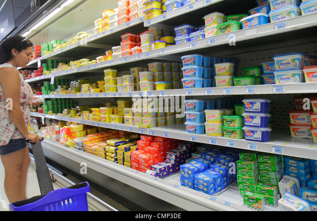 Chile Arica Avenida 18 de Septiembre Express de Lider grocery store supermarket chain food Wal-Mart Chile business - Stock Image