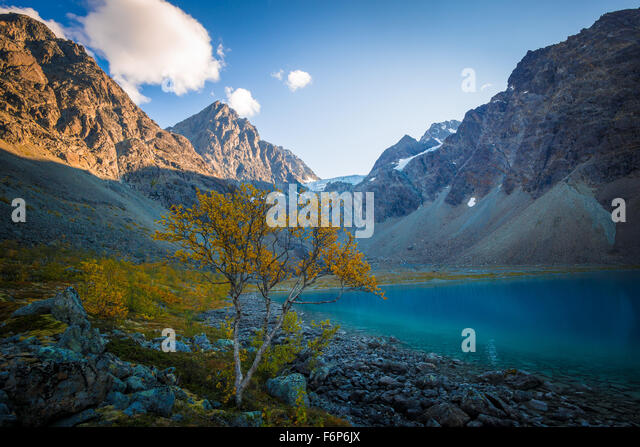 Autumn colors at Blåvatnet in the Lyngen Alps - Stock Image