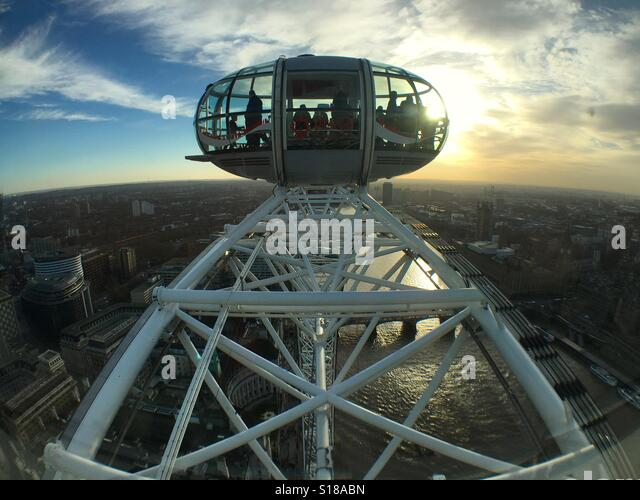 London Eye capsule and its supporting structure against the sunset - Stock-Bilder