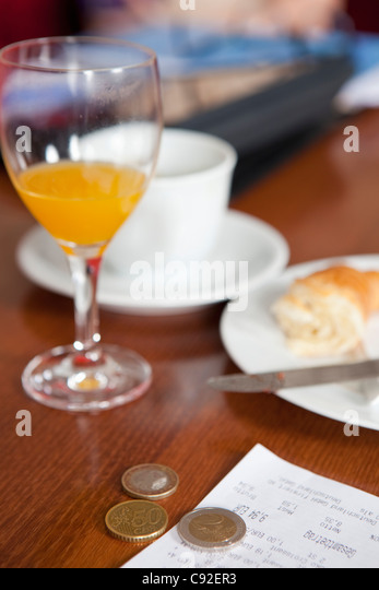 Euro coins left as tip in cafe - Stock Image