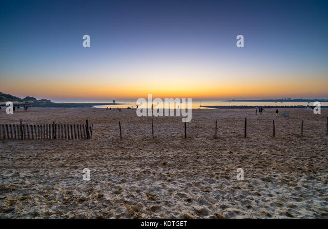 Sunset across the beach, Les Miinnimes, La Rochelle, France. - Stock Image