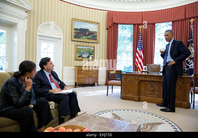 US President Barack Obama talks with National Security Advisor Susan E. Rice and Ebola Response Coordinator Ron - Stock Image