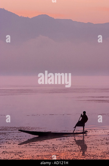 Man fishing at sunrise, Lake Inle, Myanmar (Burma) - Stock-Bilder