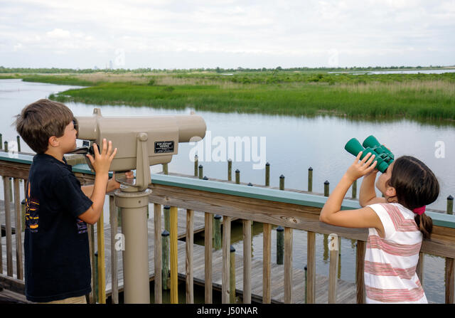 Mobile Alabama Bay Spanish Fort Mobile Tensaw River 5 Rivers Delta Resource Center nature education girl boy sister - Stock Image