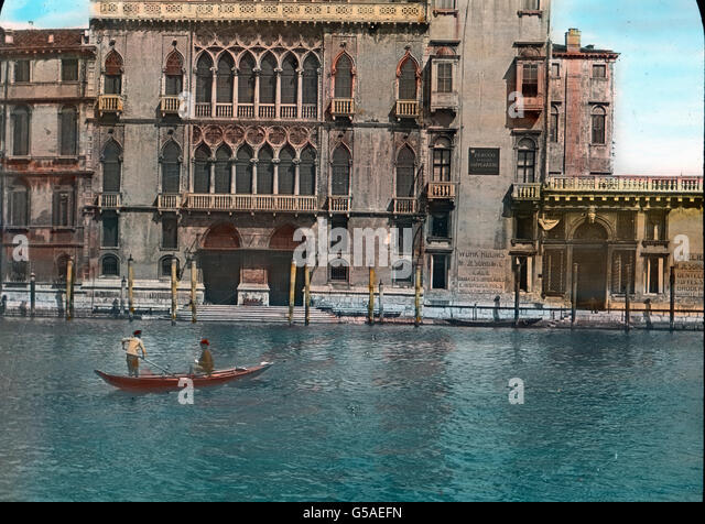 Der Palast Pisani Moretti erfreut durch seine edle Ausgestaltung der Fassade. Reichtum und stolze Prachtliebe des - Stock Image