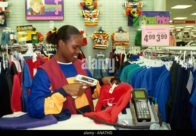 New Jersey Saddlebrook Black female clerk barcode scanner clothing - Stock Image